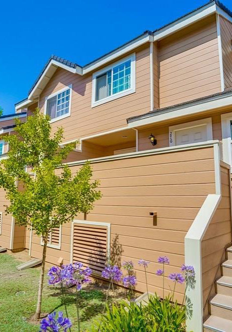 SummerWind townhomes in the Plaza Del Amo area of Torrance CA